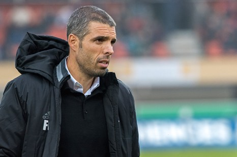 Fabio Celestini quitte le terrain, défait 2-0 par le FC Sion. © Oreste Di Cristino