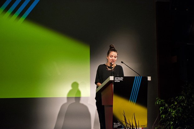 Michelle Müller, cheffe de presse du Paléo Festival, introduit la conférence de presse mardi 28 mars à Nyon. © Yves Di Cristino / leMultimedia.info