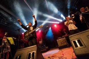 """Le groupe Bomba Titinka à son arrivée sur la scène du """"Music in the Park"""" au Montreux Jazz Festival. © Oreste Di Cristino / leMultimedia.info"""