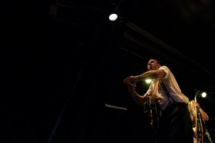 Dario Mattoni enjoue le public du Parc de Vernex vendredi soir. © Oreste Di Cristino / leMultimedia.info