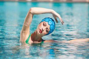 Esercizi in piscina per dimagrire braccia gambe e glutei