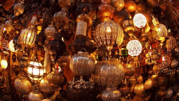 Lampes traditionnelles vendues au souk de Marrakech