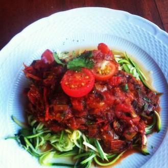 Spaghetti de zuchinis sauce tomates