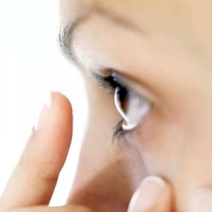 Как убрать соринку из глаза новорожденного