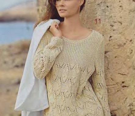 Пуловер из ажурного узора косами и с кокеткой в резинку