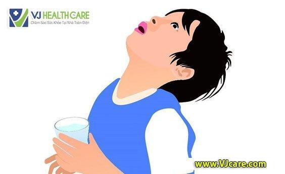 chữa viêm họng bằng nước súc miệng
