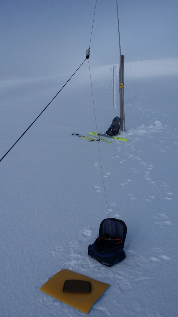 Operating position and antenna on the snow plain at MT Hotham