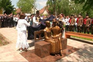 Otvoren spomenik vječnoj ljubavi Ivana i Marije Kozarac
