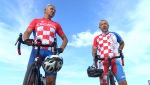 Osječki veterani na biciklu prešli 1.500 kilometara kako bi bodrili Vatrene u Rusiji