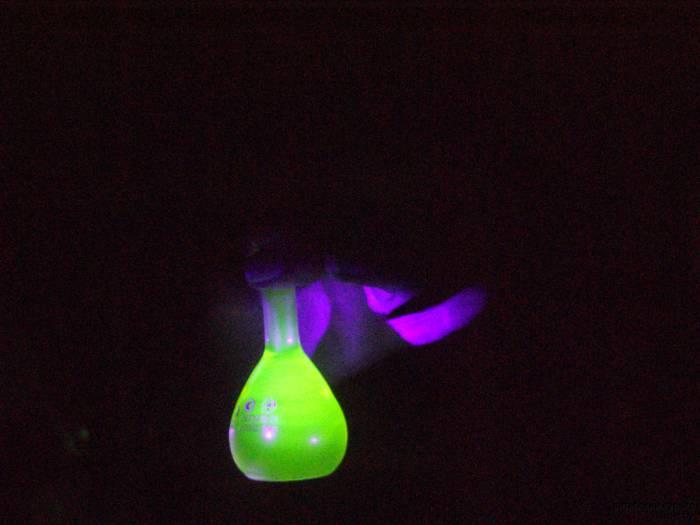 Магический флуоресцентный раствор