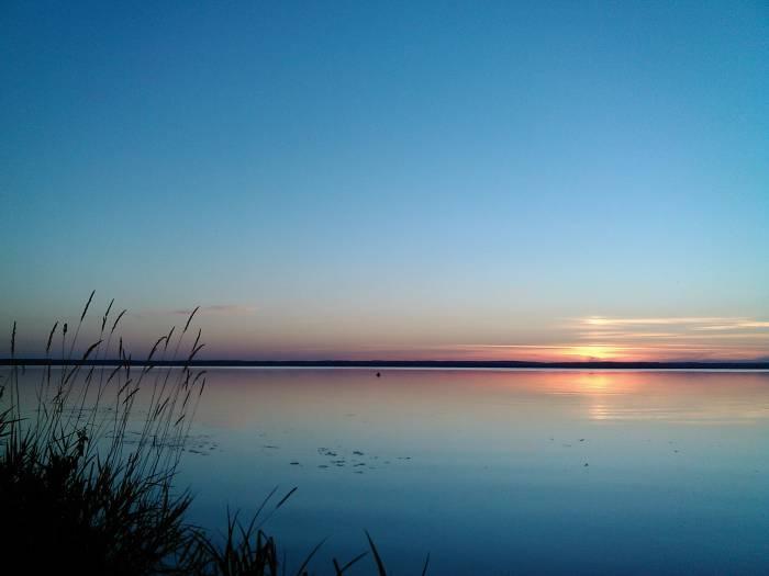Волшебные виды новолукомльского озера. На его берегу стоит Лукомльская ГРЭС