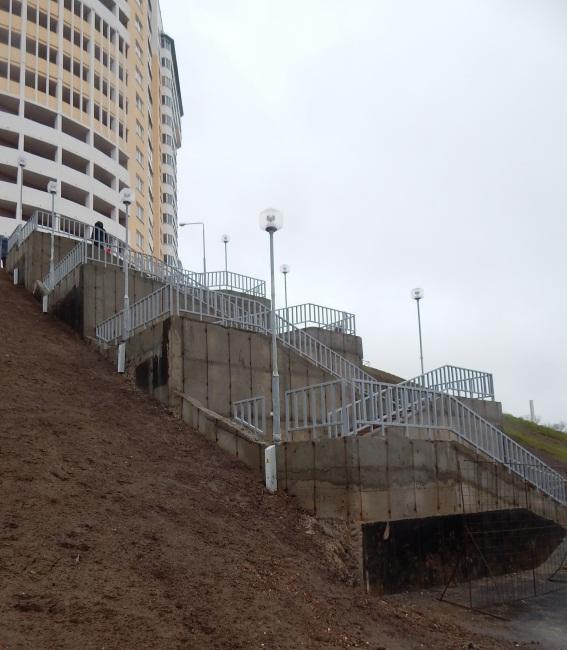 Вверх по лестнице к улице Воинов-Интернационалистов