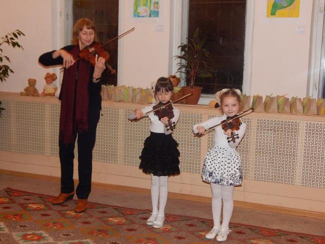 Юные скрипачки Светлана и Ульяна исполняют Баха