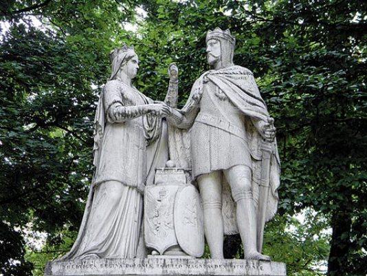 скульптура Ядвиги и Ягайло