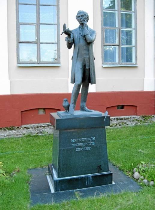 Памятник Константину Тызенгаузу в Поставах. Фото orda.of.by