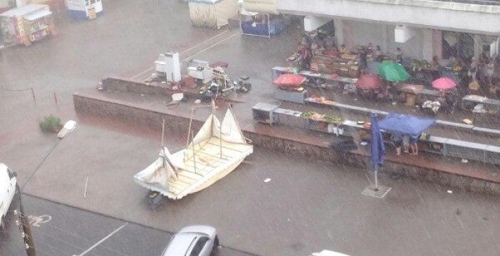 Центральный гомельский рынок во время дождя. Источник фото:соцсети