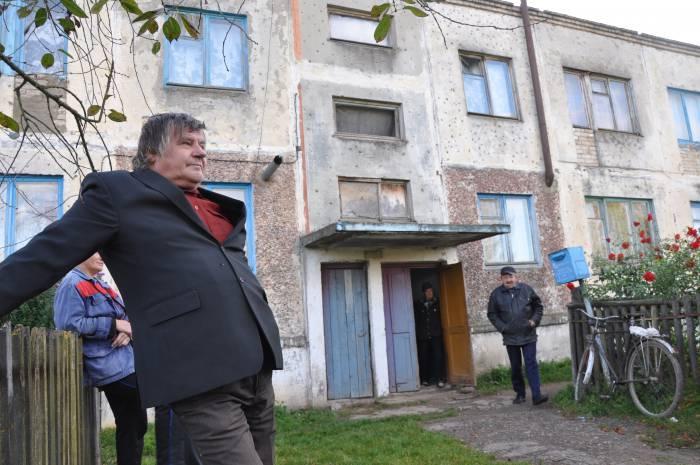 Жители Стражевич уверенно заявляют: людей хватает, надо, чтобы магазин был. Фото Анастасии Вереск