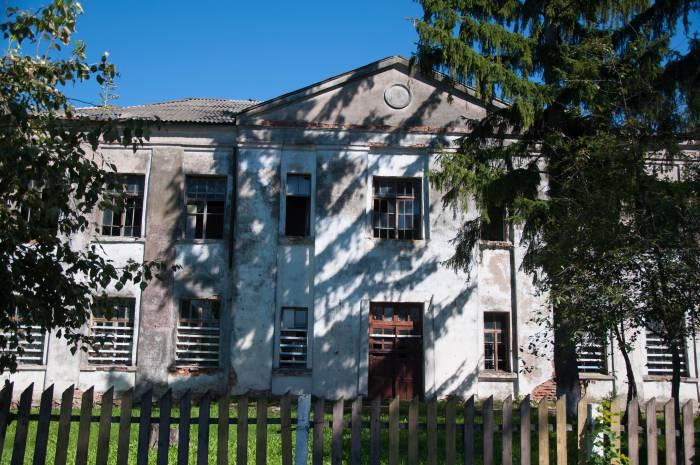 Школа, построенная из кирпича от черейского костела. Фото Анастасии Вереск