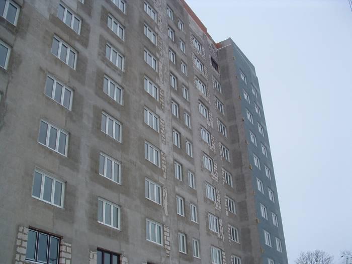 Многоэтажное здание по проспекту Фрунзе. Фото Дарьи Максименко