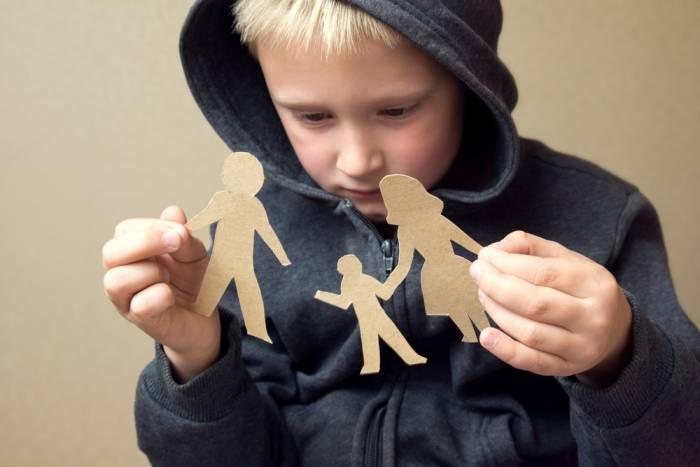Дети в любом возрасте тяжело переживают развод родителей. Фото ya-roditel.ru