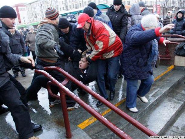 Несколько десятков участников акции в 2011 году были задержаны. Фото svaboda.org