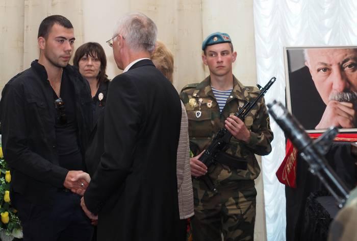 Борис Светлов выразил соболезнование сыну Родиона Басса. Фото Светланы Васильевой
