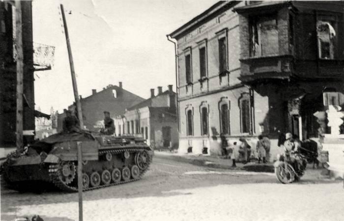 Витебск нетуристический: латгальское барокко и дом с эркером, в который, вероятно, попала авиабомба