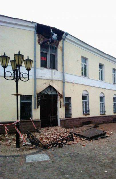 Сегодня в Витебске при ремонте старого здания по улице Толстого внезапно обвалилась крыша