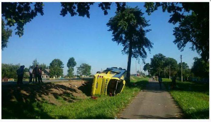 Сегодня рано утром в Оршанском районе перевернулся международный туристический автобус