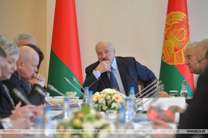 7 цитат с исторического совещания Лукашенко в Витебске. «Дурницы, мужики, больше не будет»