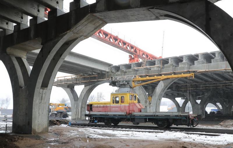На Полоцком путепроводе в Витебске завершается соединение моста над железной дорогой