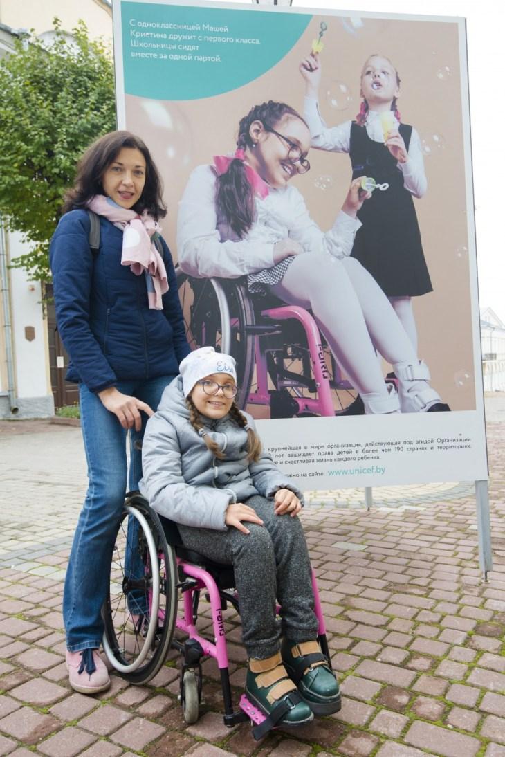 «Просто дети в школе» — выставка на улице Суворова