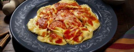 Равиоли с рикоттой в томатном соусе