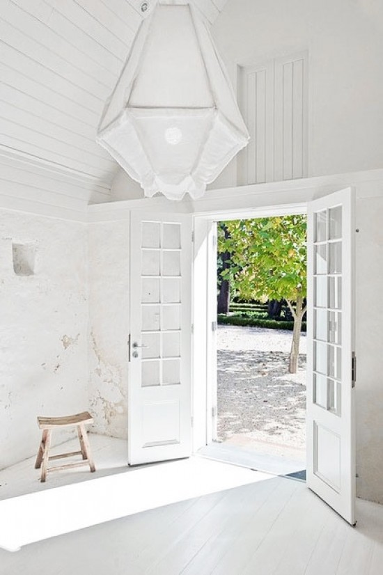 LET THERE BE WHITE - Love the warm bright summer light in this image via Splendid Willow