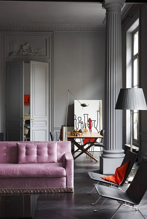 Pink and grey, a great combination with this wow-sofa in pink velvet - via Edison Avenue