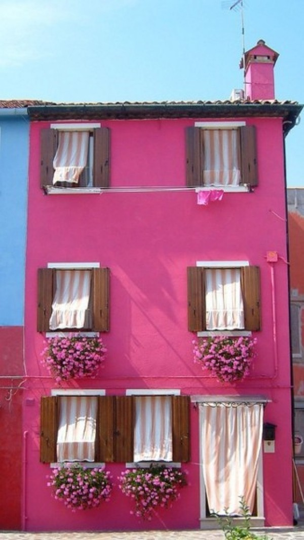 Pink house via Pinterest