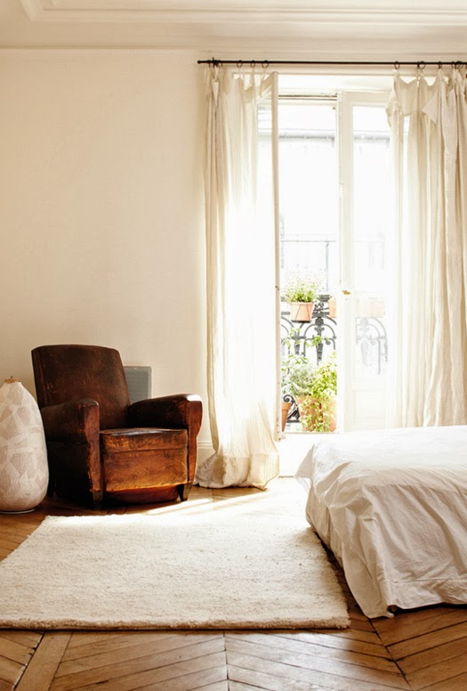 Vintage leather chair in a Parisian appartment via My Scandinavian Home