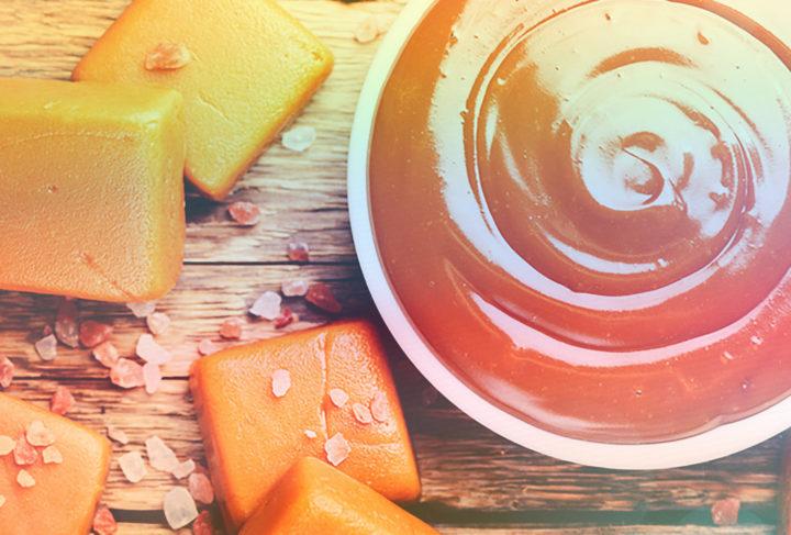 A vízhely helyett a főzés minden verziójában az elakadásból vagy lekvárból származó gyümölcslé vagy gyümölcslé használhat bármilyen gyümölcsből vagy citromból. Tehát karamell még érdekesebb ízű lesz, és lehetősége lesz arra, hogy kísérletezzen egy egyszerű és gyors módon az édességek előkészítéséhez. Egy ilyen desszert nem csak otthon, hanem szépen csomagolható és adományozhat.