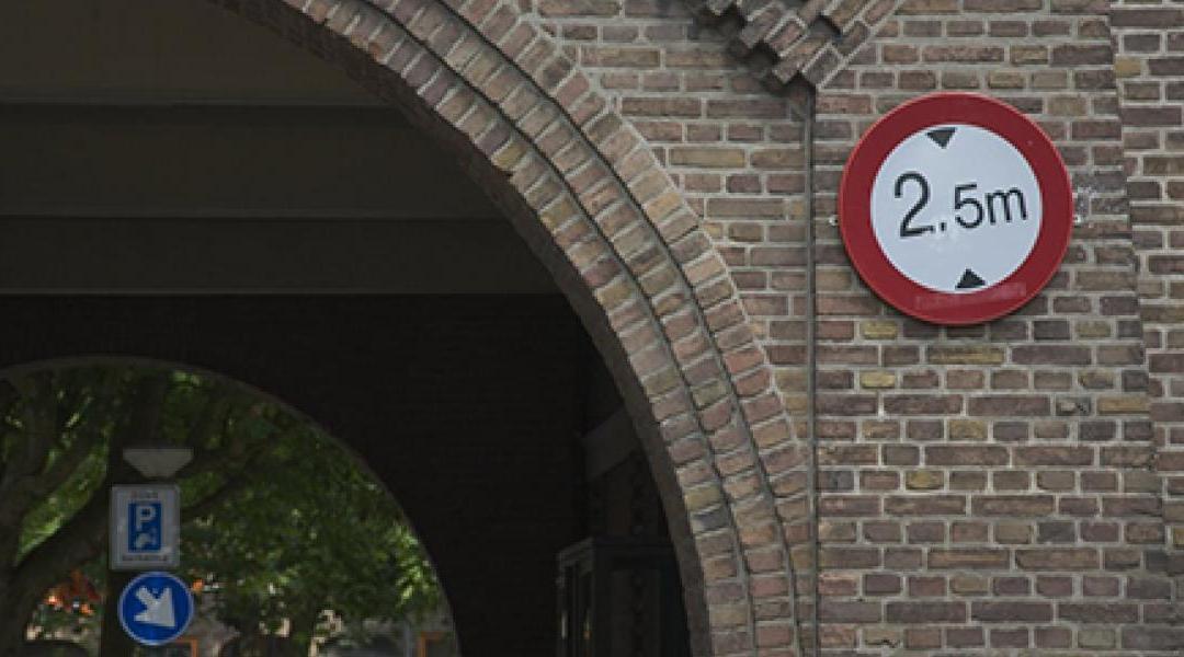 Om de 2 maanden incident in Brussel waarbij vrachtwagen tunnelwand ramt. Vlaams Belang dringt aan op betere signalisatie.