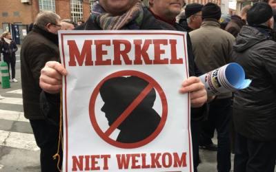 """Communiqué de presse – 16 décembre 2016  –    Merkel Honoris causa:  """"Pas de médaille pour la commission d'une faute"""""""