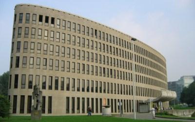 Vue sur la Flandre: des Illégaux autorisés à mener des actions pendant des mois à la VUB et la haine contre des étudiants pour une banderole chipée