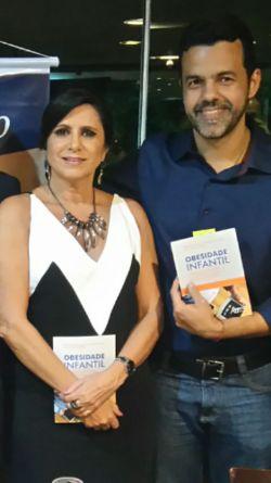 Maria Alexina Ribeiro e Vladimir Melo em lançamento de livro