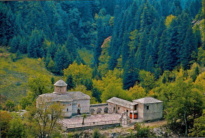 Από το 1799 η καμπάνα της Μονής Γαλακτοτροφούσας καλωσόριζε τους κτηνοτρόφους στα βουνά, για να την κλέψουν εν έτει 2012 νεοέλληνες βάνδαλοι.