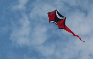 Een kleine rokkaku vlieger