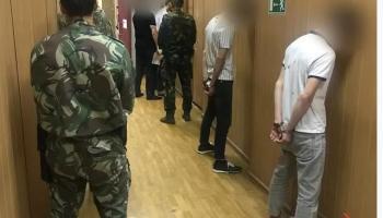 В Саратове арестовали пятерых парней после нападения на полицейских
