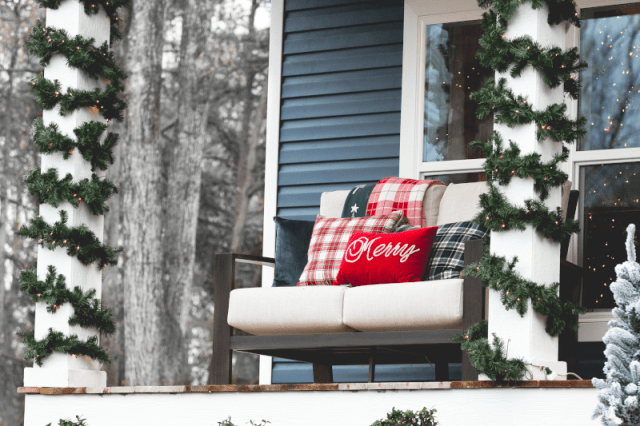Snow_Christmas_Exterior_Photos_2018_New_Class_Home-20.png