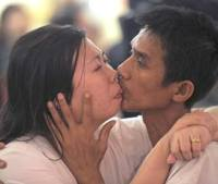 "Thai couple Ekkachai (R) and Laksana Tiranarat (L) kiss in a competition for the ""World's Longest Continuous Kiss"" during Valentine's Day in Pattaya resort on February 14, 2013.  Ekkachai and Laksana make the new World's Longest Continuous Kiss at 58 hours 35 minutes 58 seconds. AFP PHOTO"