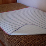 Matracvédő inkontinencia lepedő, 85×190 cm méretű nedvességzáró lepedő sarokgumival, gumilepedő helyett