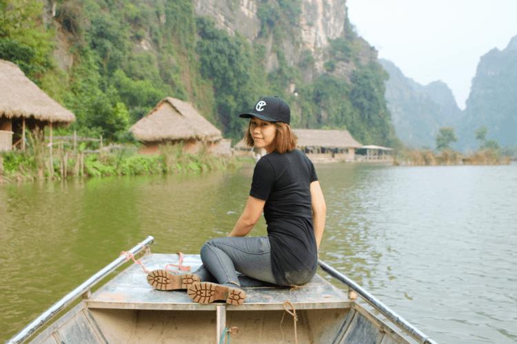 Trải nghiệm du lịch Việt Nam trên thuyền ở Ninh Bình-min