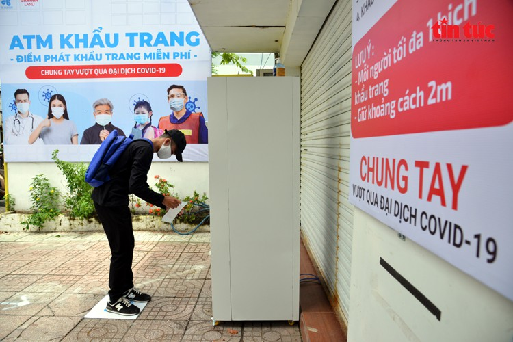 free 'face mask atm' comes into operation in hcm city hinh 4